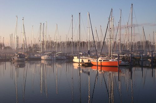 Morgennebel Marina Makkum, Holland